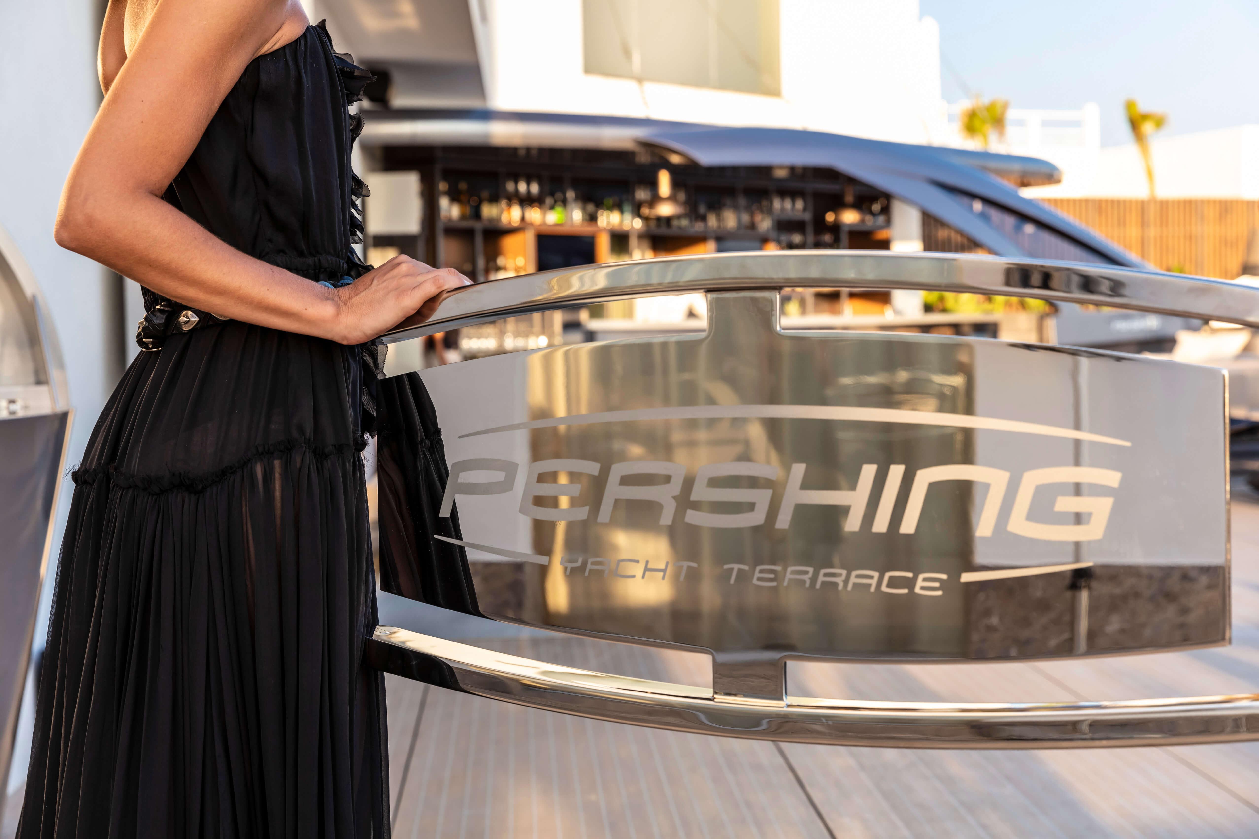 7P_Dining_Pershing-Yacht-Terrace_3_H