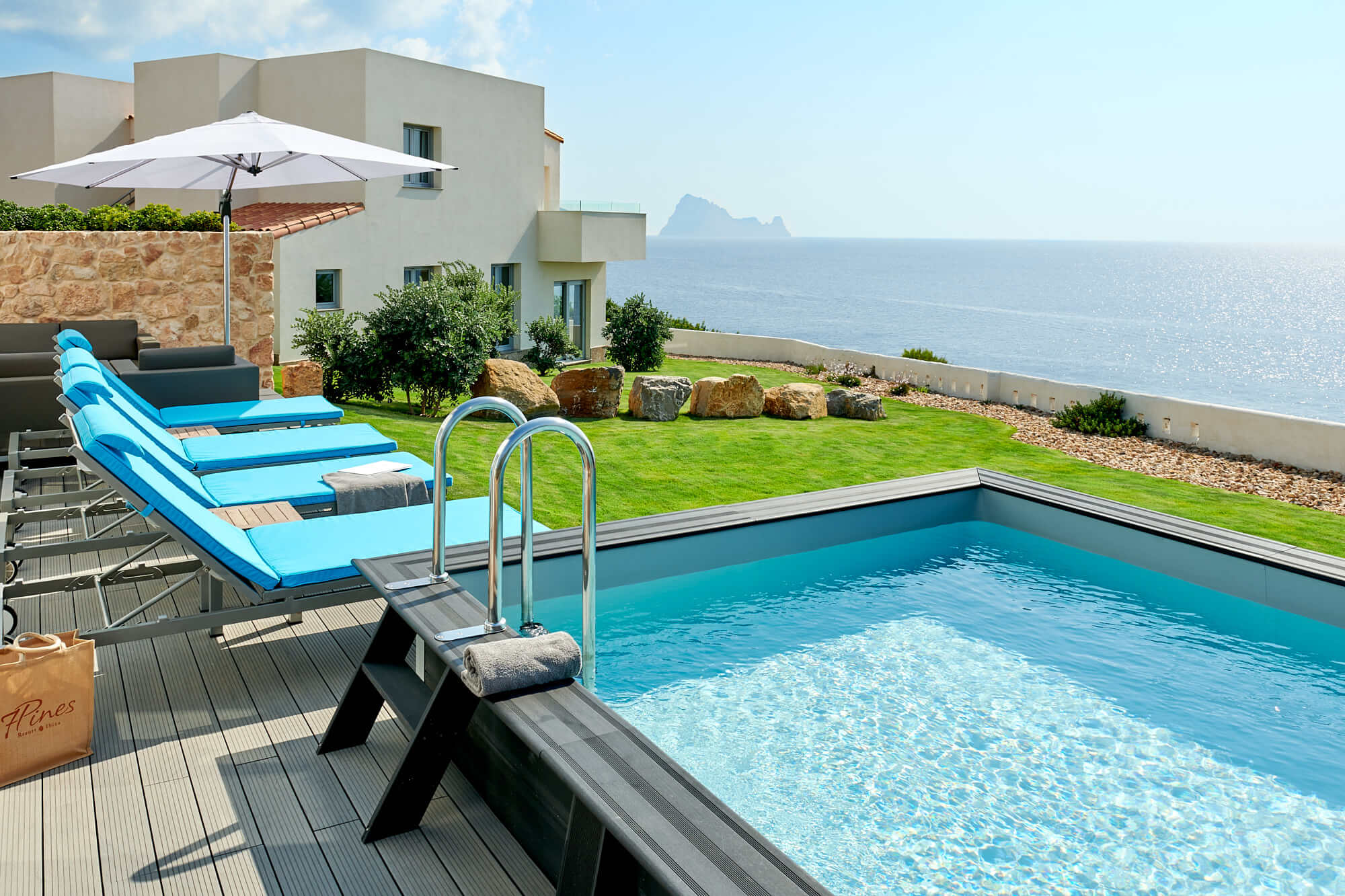 7P_Cliff-Suite-Duplex-Deluxe_Pool__1_W